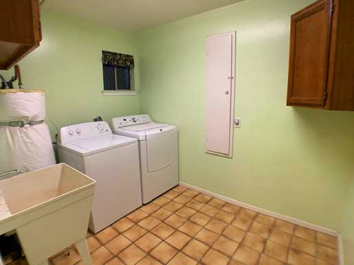 steve baker, graeme grant, placerville realty, house for rent, home for rent, property manager, property management company, 2914 Blair Road - Pollock Pines, Large Laundry Room